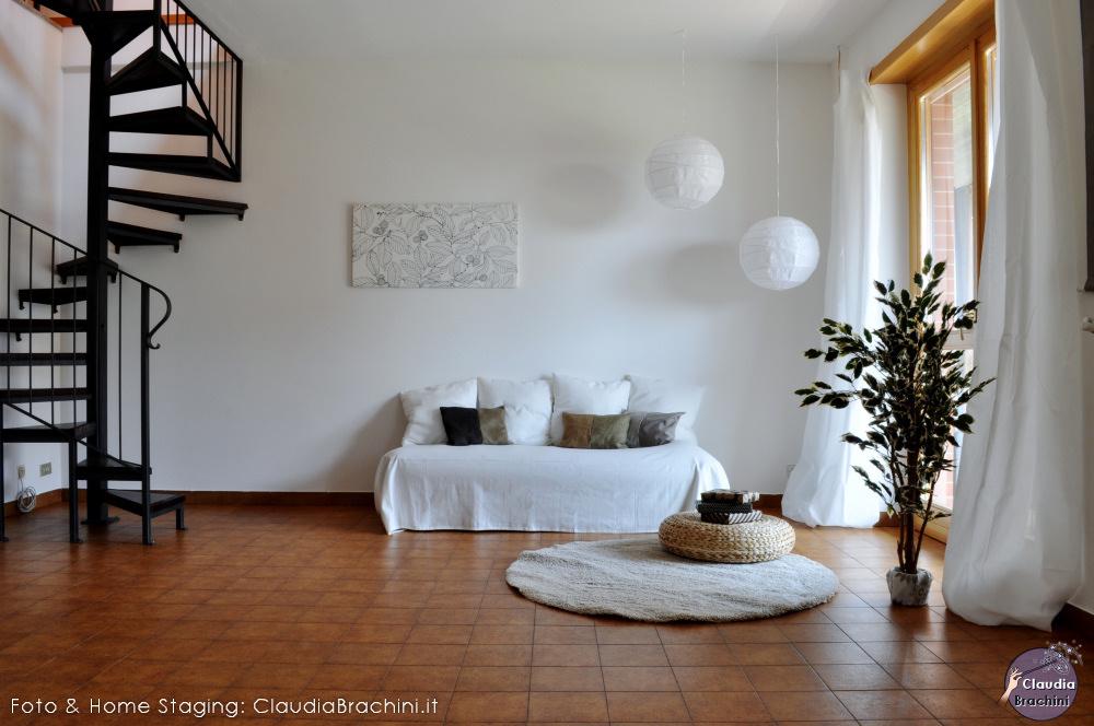 home staging con allestimento soggiorno