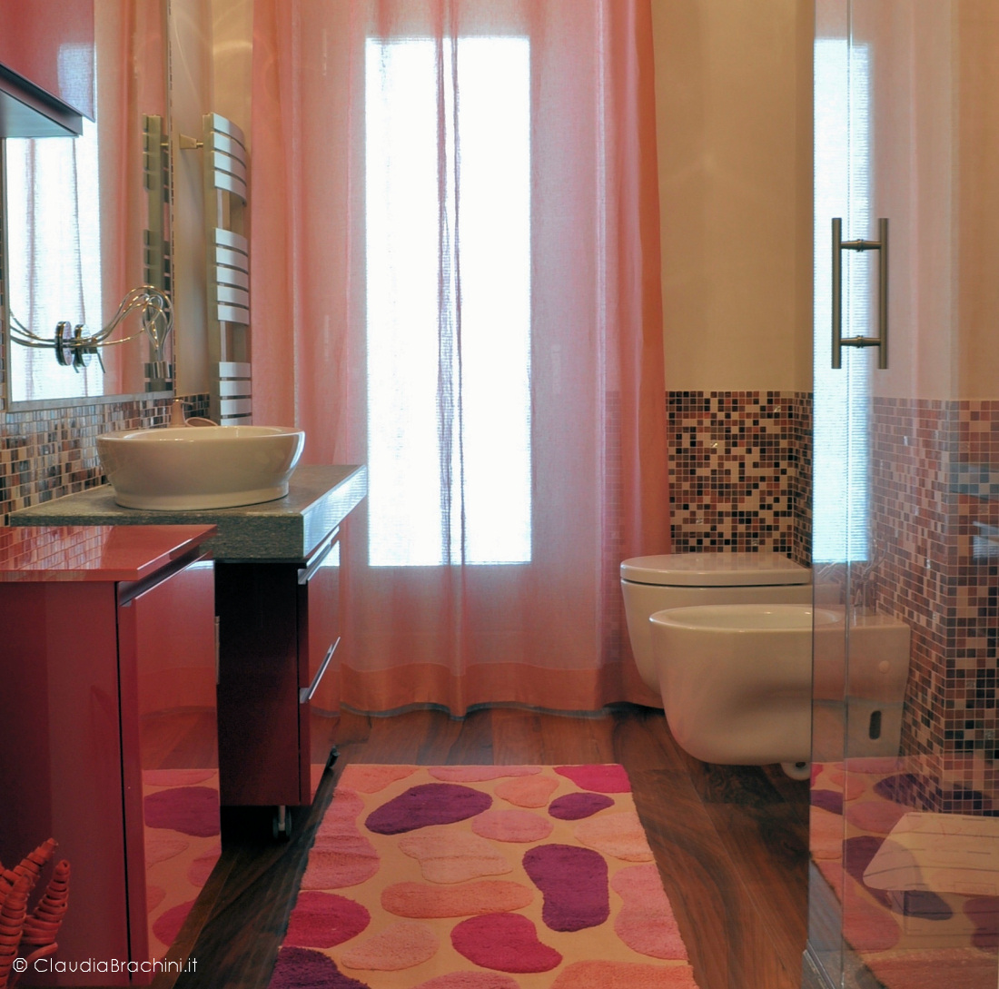 bagno mosaico rosa e fucsia