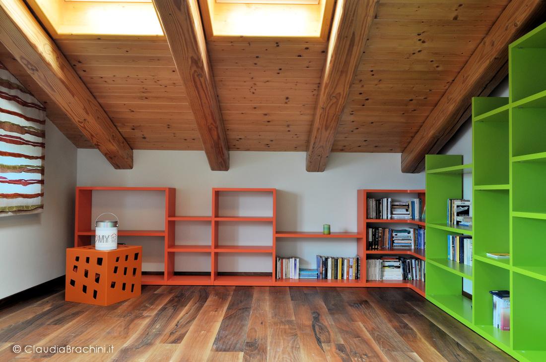 zona lettura libreria arancio e verde