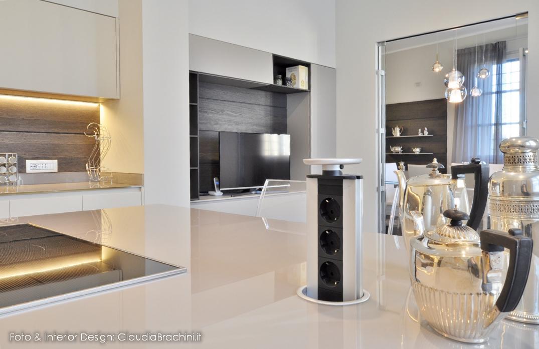 claudia-brachini-interior-design-cucinavetro-torretta-elettrica-isola