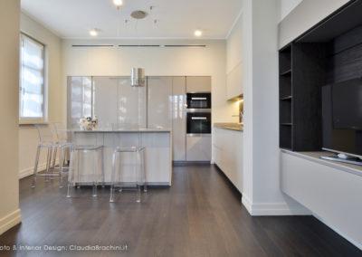 claudia-brachini-interior-design-cucina-laccata-e-vetro