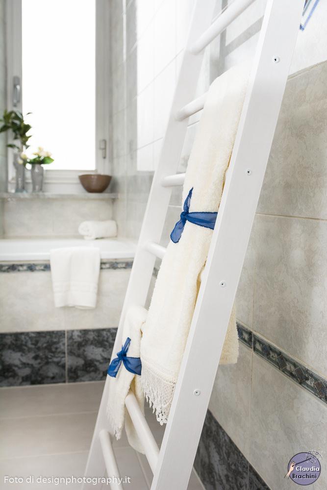 Dettaglio bagno scala porta asciugamani