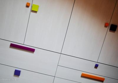 armadio cameretta con maniglie colorate