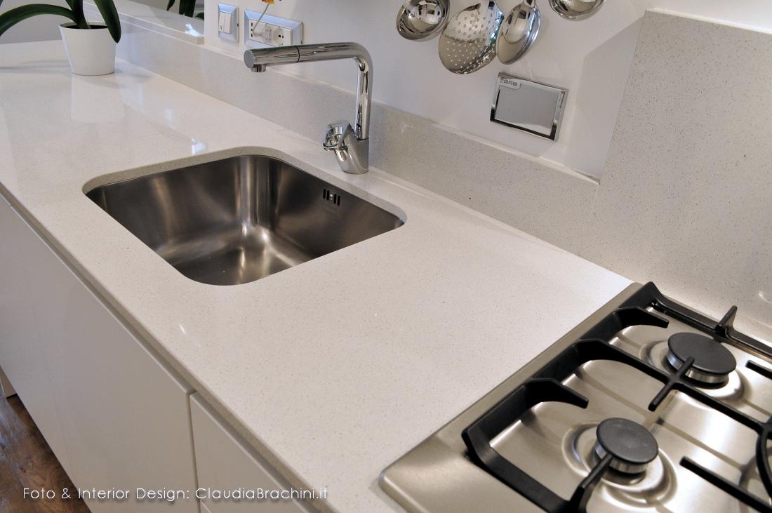 top cucina in agglomerato di quarzo con lavello sottotop